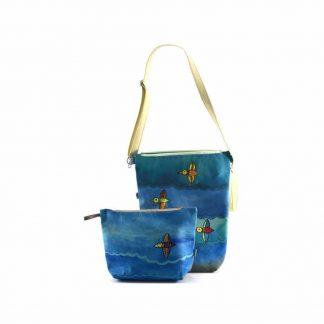 Kék madaras festett táska neszesszerrel ajándékcsomag