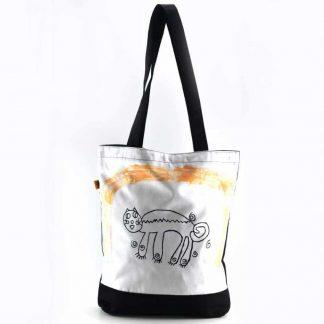 Fekete-fehér macskás festett táska