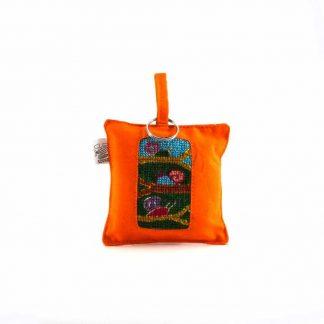 Narancssárga csigás kulcstartó párna