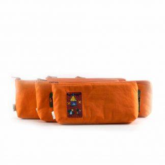 Narancssárga tolltartó hímzéssel